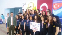 Gebze Su Sporları Su altı Hokeyi eğitmeni Deniz Çeliköz ün Takımını Buz Su altı Hokeyinde Türkiye Şampiyonu Oldu
